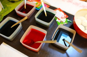 The colors baths - we used a separate spoon for each color so that they stay clean.